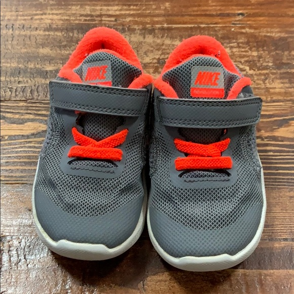 f66f694899 Toddler Nike - Grey Revolution 3 sneakers. M_5c49ec777386bcee8a1388f7